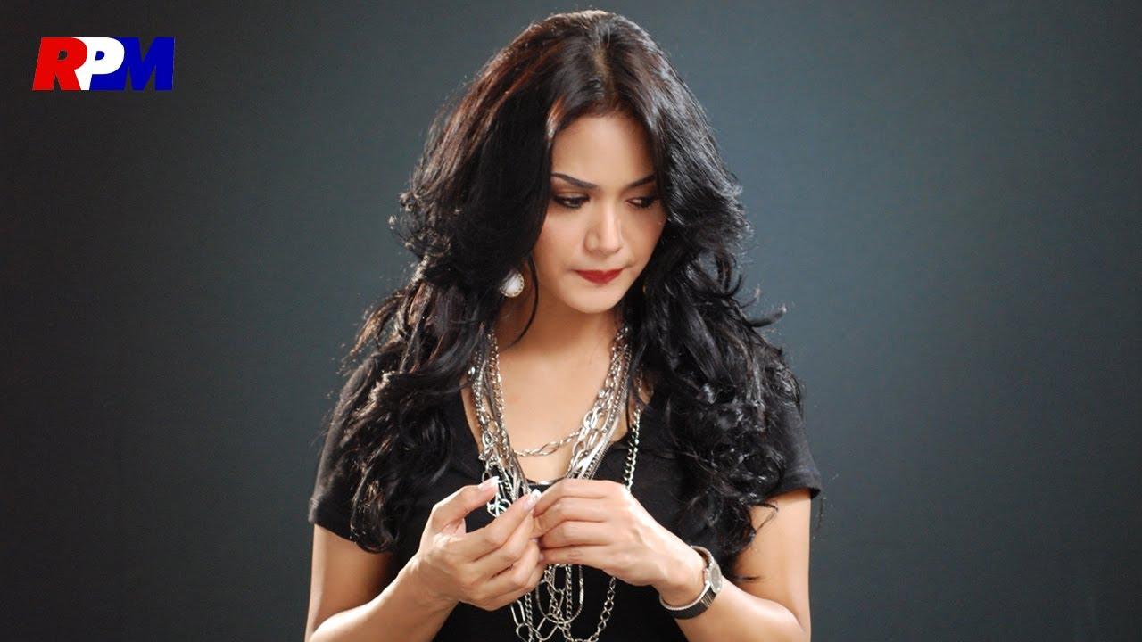 Download Krisdayanti - Aku Wanita Biasa (Official Music Video) MP3 Gratis