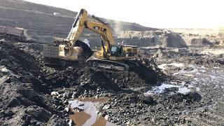Cat 385C Excavator Loading Coal On Trucks