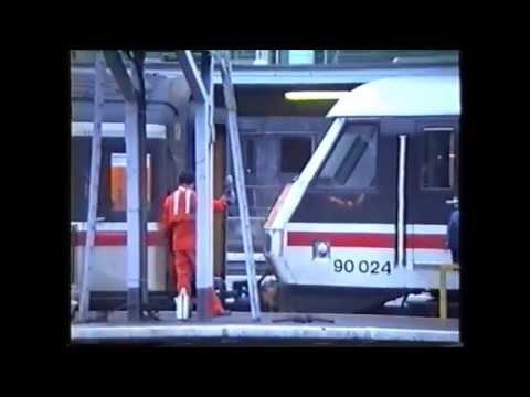 Class 87s and 90s at London Euston November 1989