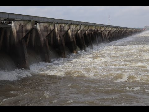 Bonnet Carre Spillway revisited. The water is flowing. More bays open. People fishing. Louisiana.