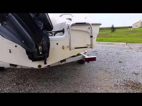 Cleaning a fiberglass boat with Zapp fiberglass hull cleaner #2