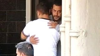 A day after verdict, Aamir visits Salman, hugs him while leaving