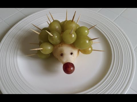 How to make Hedgehog of Pear and Grapes