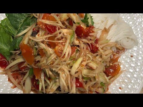 Lao Food: How I Make Papaya Salad For The Family