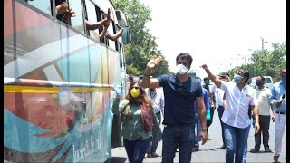 Sonu Sood Becomes The First B-Town Celeb To Organise Transport Buses For Migrants Stuck In Mumbai