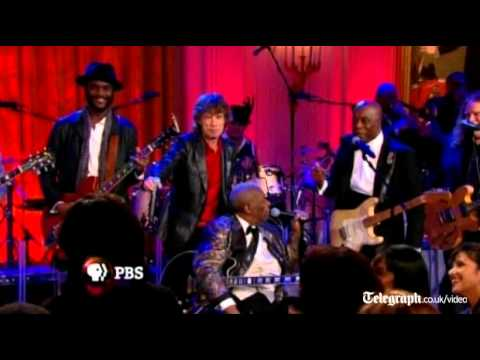 Barack Obama sings 'Sweet Home Chicago' at White House concert