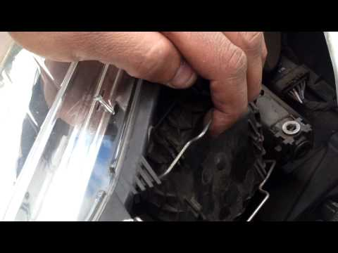 How to change a Renault Megane III front lightbulb