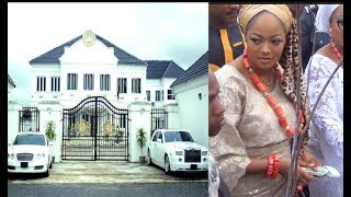 Checkout Ooni Of Ife Palace And His Expensive Car As His Wife Dance And Spray Money On The Street