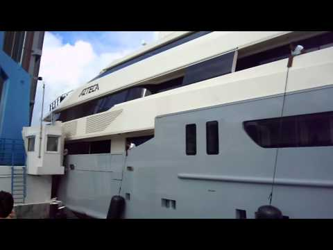 mega yacht azteca hitting bridge