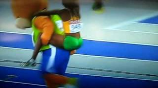 Melaine Walker of Jamaica rides Berlino, the Berlin 2009 Mascot (Celebration Fail)