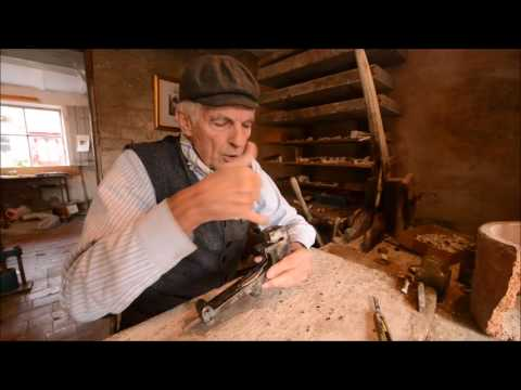 Rex Key demonstrates how he make clay pipes