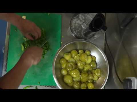 How to make Green salsa (Salsa Verde)