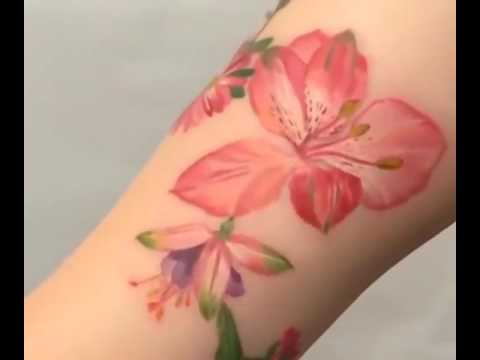 Tattoo artist uses real plants to stencil plant tattoos