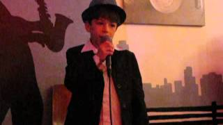 #x202b;תום בן דור שר את השיר לא נרדמת תל אביב#x202c;lrm;