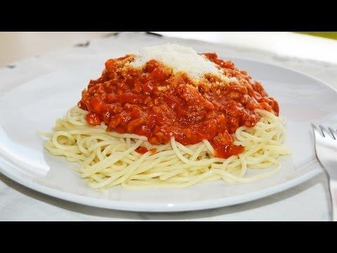 Spaghetti Bolognese - Easy Italian Pasta Recipe