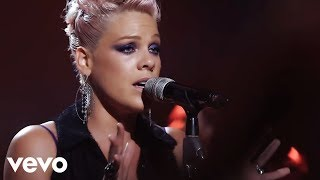Download P!nk - Blow Me (One Last Kiss) (The Truth About Love - Live From Los Angeles)