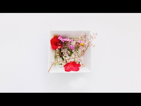 How to press flowers quickly using a microwave