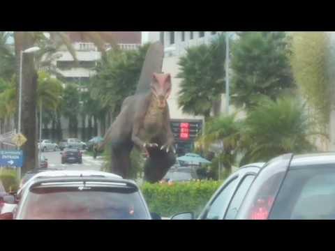 Dinossauros invadem a cidade! Jundassic Park!