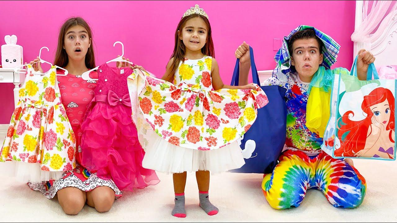 Mia ha crecido mucho  Nastya eligió ropa nueva para su hermana