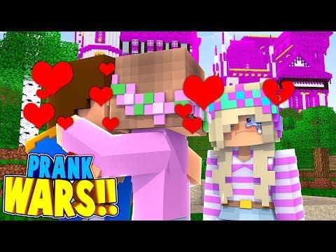 Minecraft PRANK WARS    LITTLE DONNY KISSES LITTLE KELLY!! (Minecraft Roleplay)