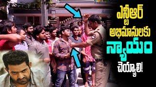 ఎన్టీఆర్ అభిమానులకు న్యాయం చెయ్యాలి!   NTR Fans Protest For Aravinda Sametha Passes   Indiontvnews