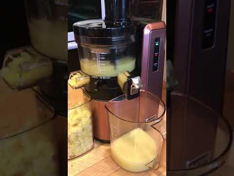 Using my Hurom juicer to make lemon juice