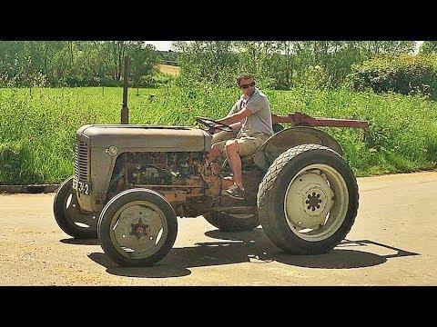 Vintage Tractors Flypast - Suffolk UK 2017