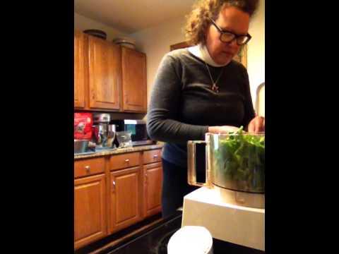 5-Minute Arugula Walnut Pesto in a Food Processor