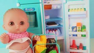 Download Куклы Пупсики Играют в Холодильник Новую Игрушку. Детский канал Зырики ТВ Video