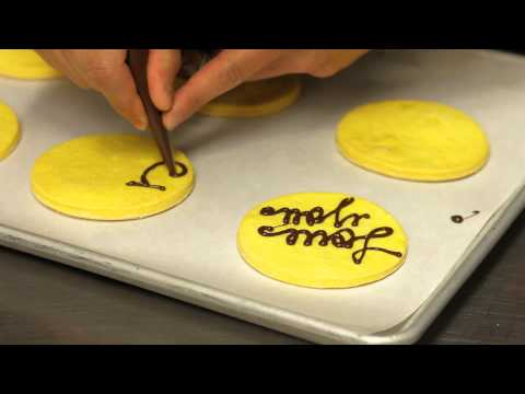 How to Write on Cookies : Icing on the Cake