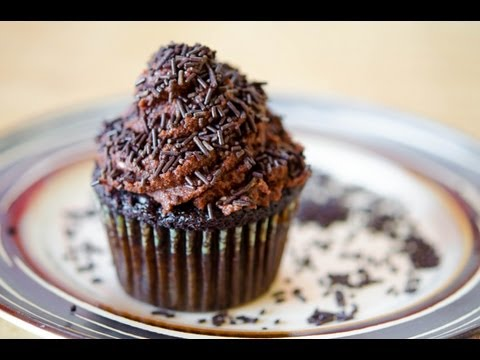 How to Make Chocolate Mousse Frosting {recipe}