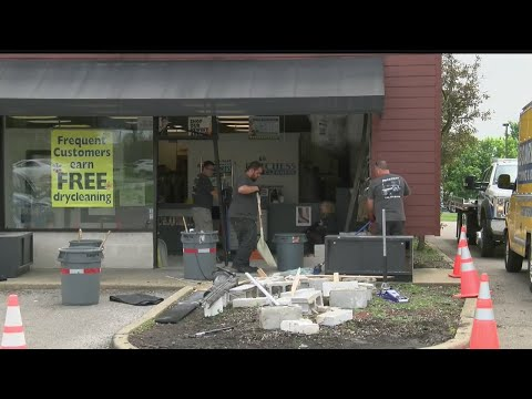Car crashes into Boardman dry-cleaning shop
