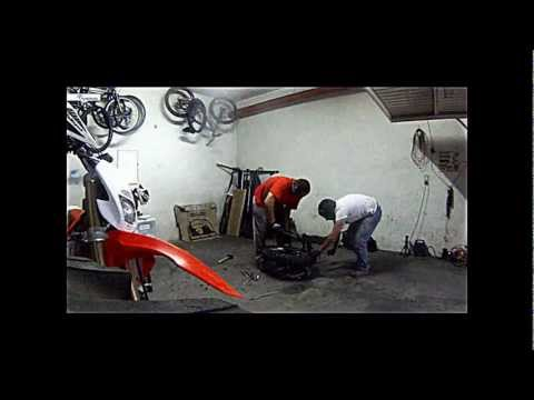 changing of 54 tennis balls on rear tire (Dirtbike) in shooter stones garage 24/9/2012 (Portugal)