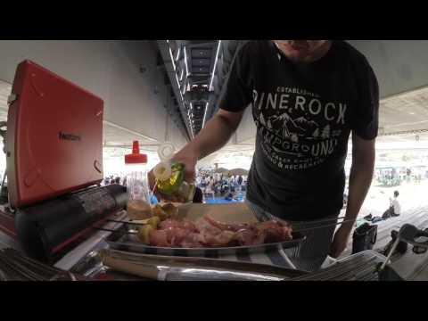 カレーですよ。 東京カリ〜番外地ピクニックでタンドールを使ってチキンを焼く。