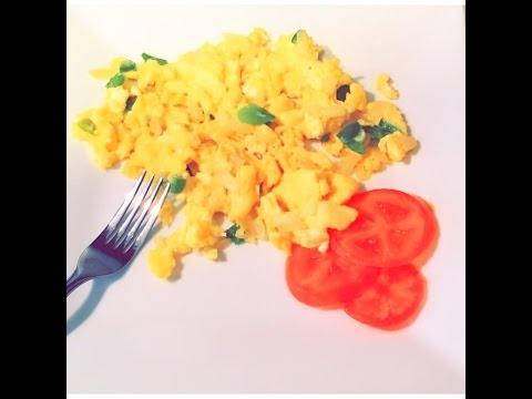 How to make perfect scrambled eggs - with onions & green pepper