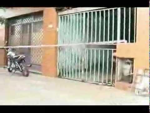 Policias en accion - derrumbe en white y bianco