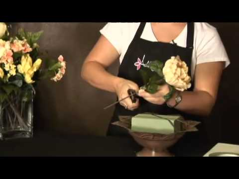 How to Make a Flower Arrangement Using Artificial Flowers