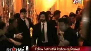 Hrithik Roshan Mobbed in Dubai.