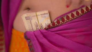 Actress Anushka hot unseen deep navel show in saree