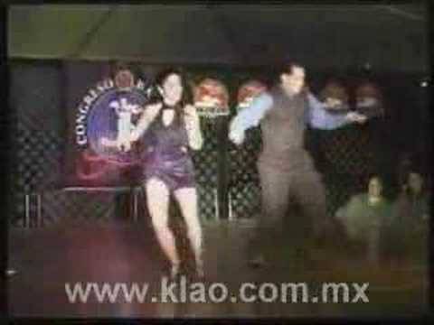 How to dance: cumbia