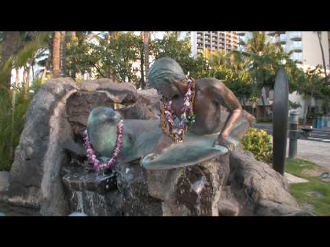 Hawaii: Waikiki with the girls.