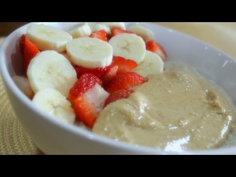 Stay Fit Sunday | Simple Oatmeal With Fruit + Nut Butter
