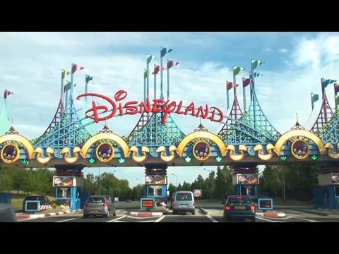 Disneyland Paris by Car - Arriving at the Parks HD