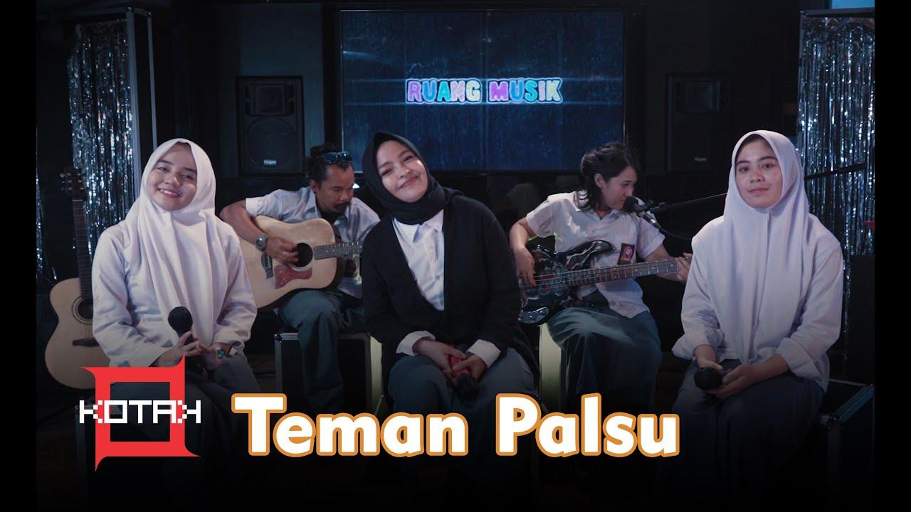 Download Kotak ft. Cheryll & Sifa - Teman Palsu (Live Cover) || RUANG MUSIK MP3 Gratis