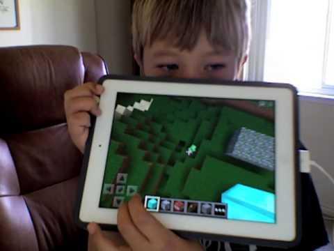 Minecraft Pocket Edition creeper in my creative world?!?!?