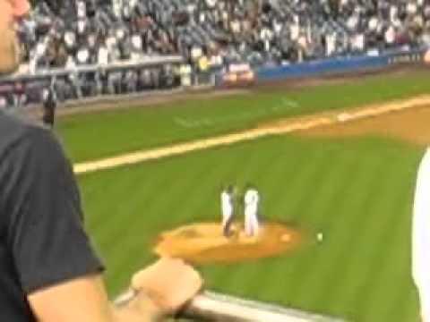 Enter Sandman - Mariano Rivera Takes The Mound @ Yankee Stadium