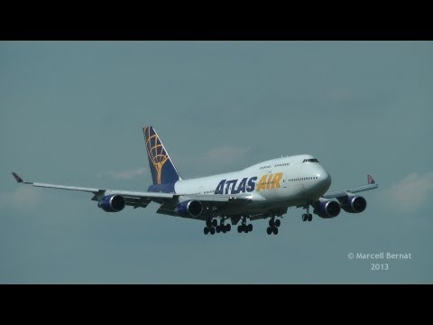 Atlas Air Boeing 747-400 landing