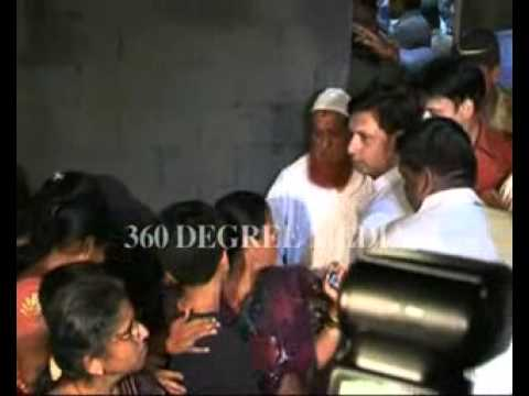 Xxx Mp4 Hot Sexy Heroine Kareena Kapoor Mobbed By Fans Looking Beautiful In A Sarree 3gp Sex