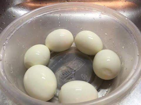 How To Peel 5 Hard Boiled Eggs At The Same Time