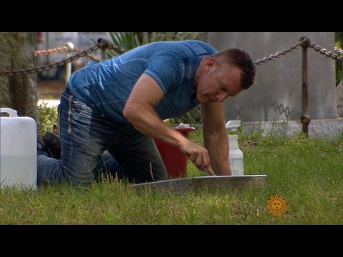 Tombstone cleaner honors vets
